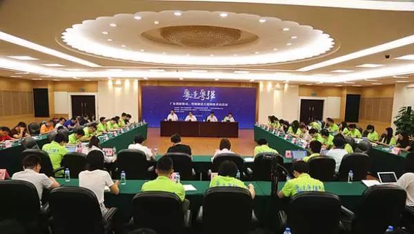 采访团与东莞市政府相关负责人见面会现场