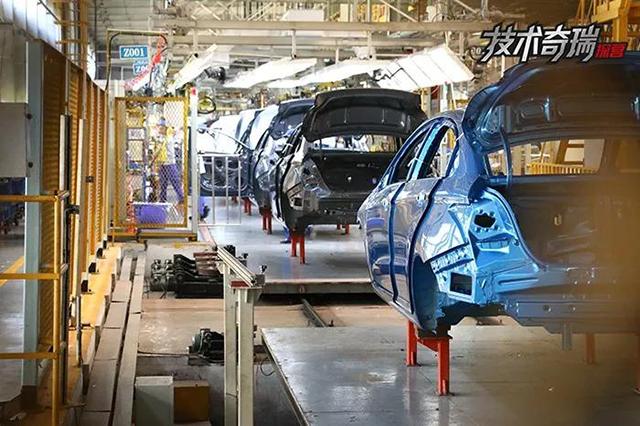 奇瑞工厂喷涂后的车身.jpg