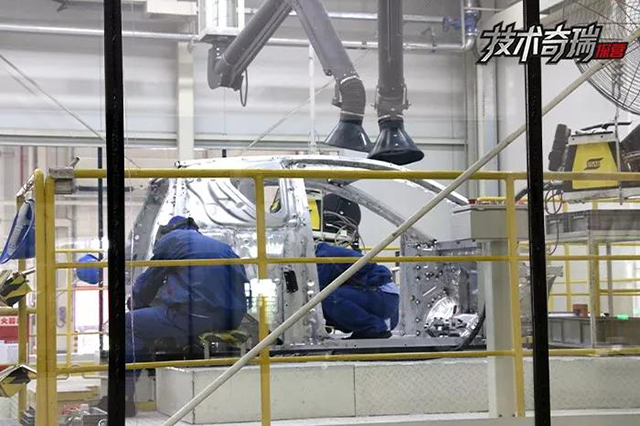 奇瑞新能源二工厂车身焊接.jpg