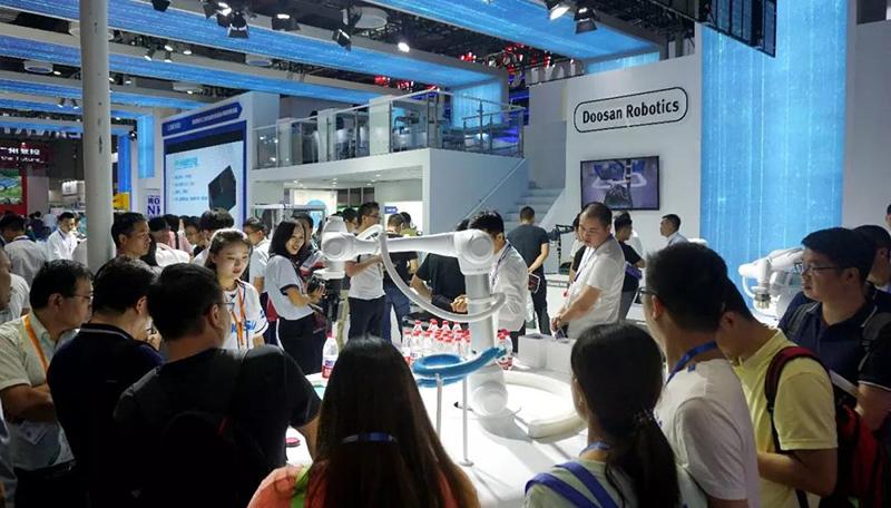 △中国国际工业博览会现场,斗山协作机器人展示.jpg