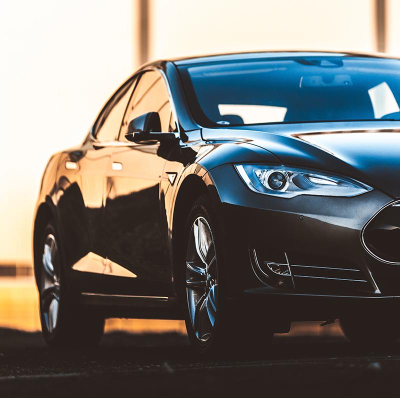 黑色的汽车.jpg