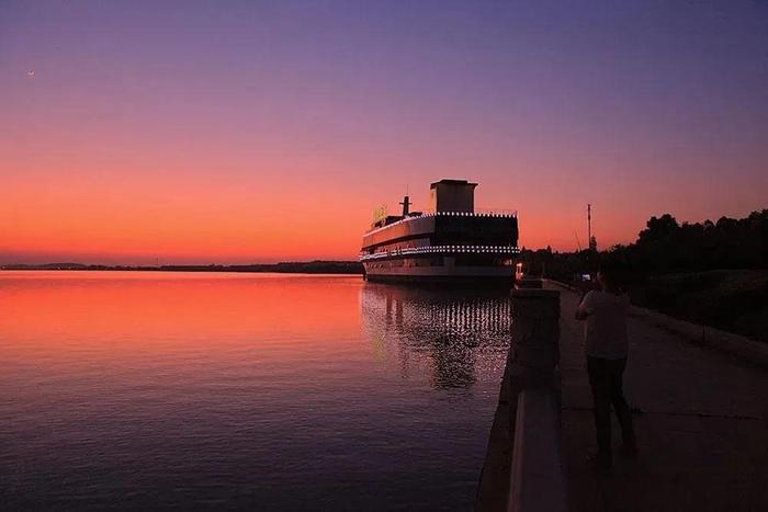 美丽的汤逊湖.jpg