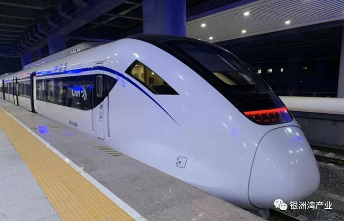 江门站首趟列车发出.jpg