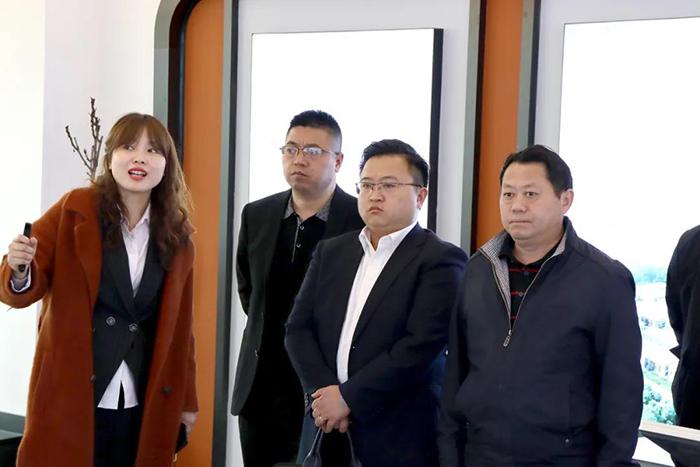 重庆市潼南高新区管委会领导莅临四川伙伴考察2.jpg
