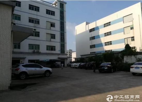 黄江旧村现有楼上两层厂房2300平米招租  可分租