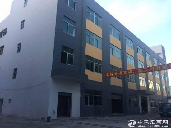 石岩汽车站附近独院厂房1-4层6400平方招租