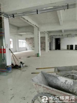 龙岗爱南路边新出楼上带装修办公室580平出租-图2