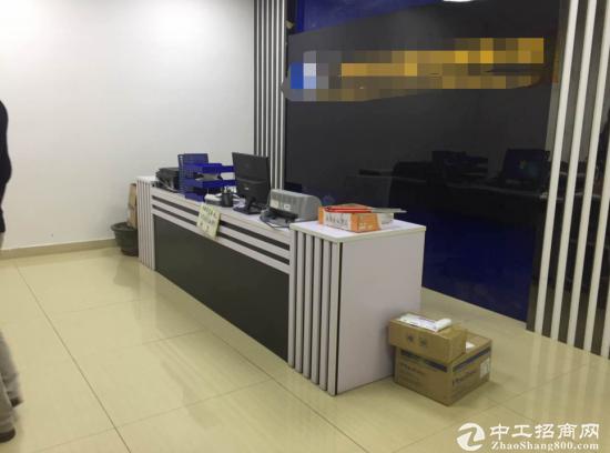 福永沿江高速口新出楼上900平米精装修厂房招租