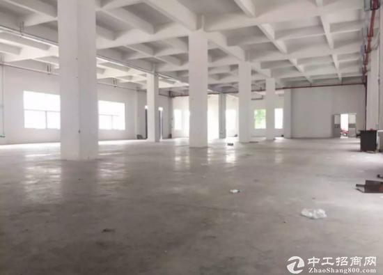 下江城新出标准厂房一楼2100平空地大交通方便水电齐全