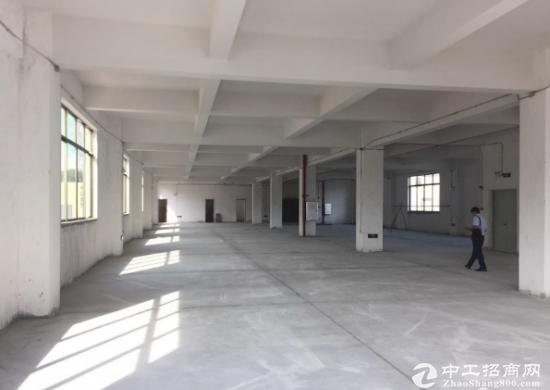 下江城新出标准厂房楼上2200平空地大原房东招租环境优美