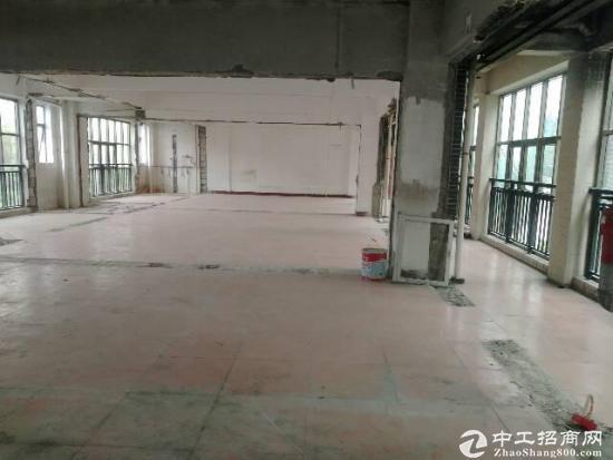 龙华大浪服装基地附近先出楼上300平,可做服装生产,小加工办公