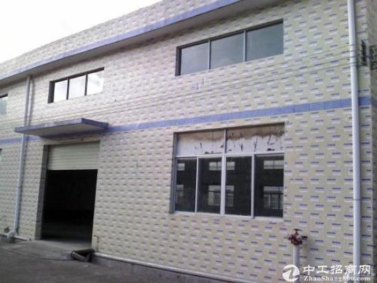 出租小厂房总共2层 每层约110-120平方米