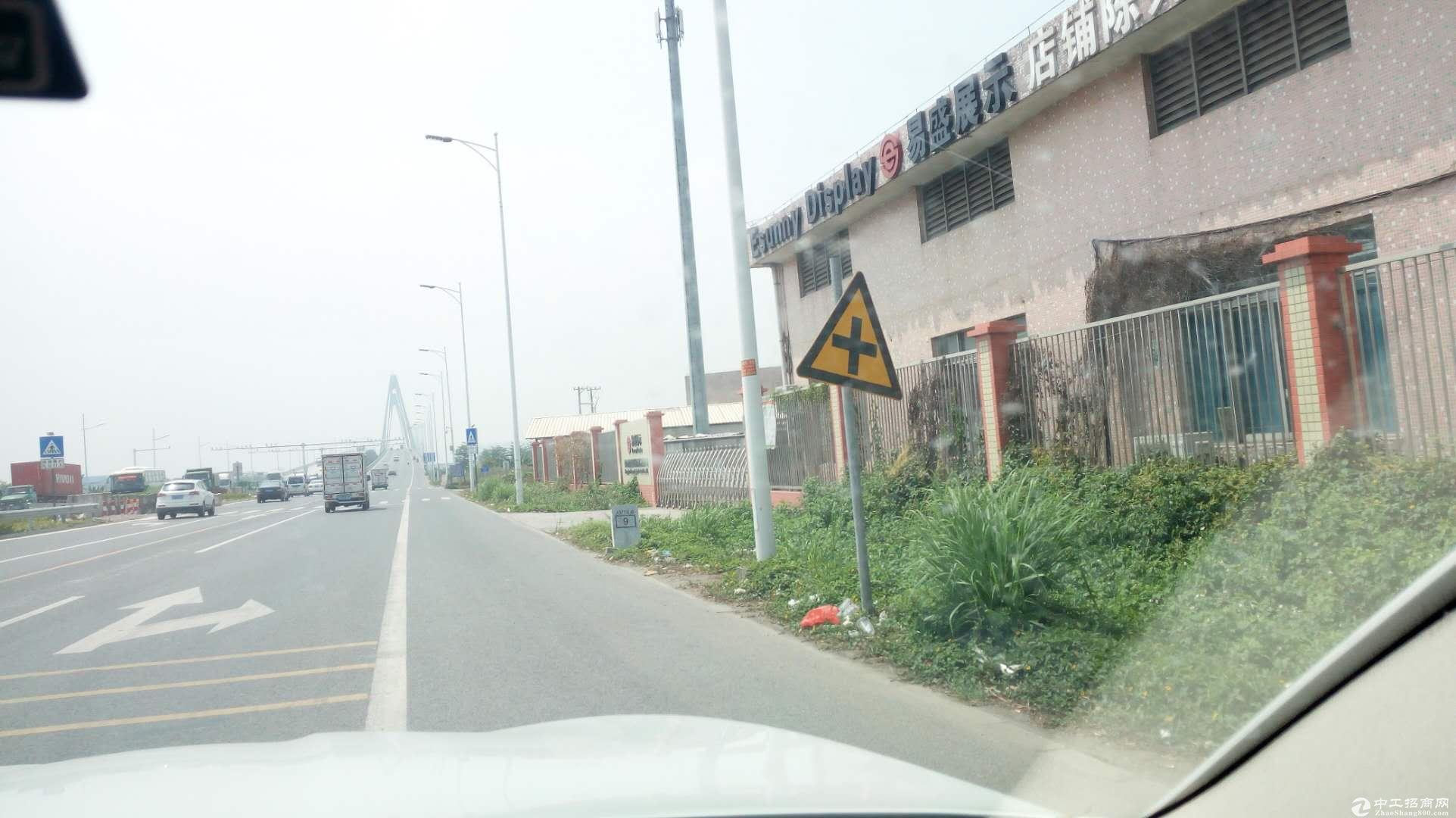 港口 一楼厂房出租 独院 进出大车方便 主干道边上