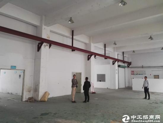 工业园厂房招租,楼上1050平,高度5米,有喷淋