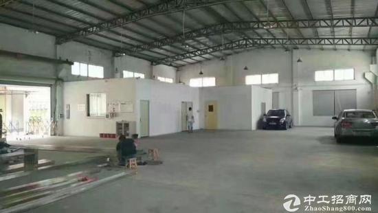 独门独院4700平单一层钢构厂房,有隔热层,原房东租15块