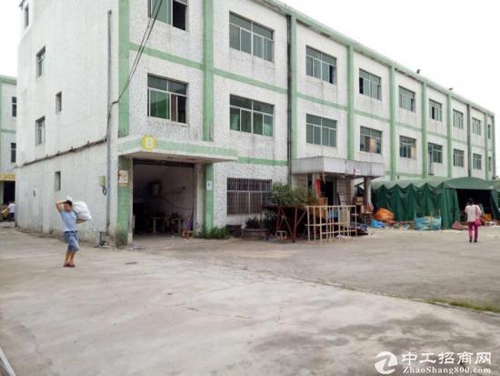 工业园标准厂房招租,一楼,930平米,门口空地宽敞