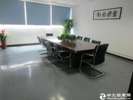 平湖辅城坳楼上精装修厂房3300平方招租