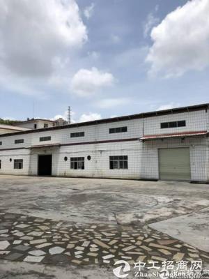 石岩高速出口附近独院2400平方米仓库业主出租