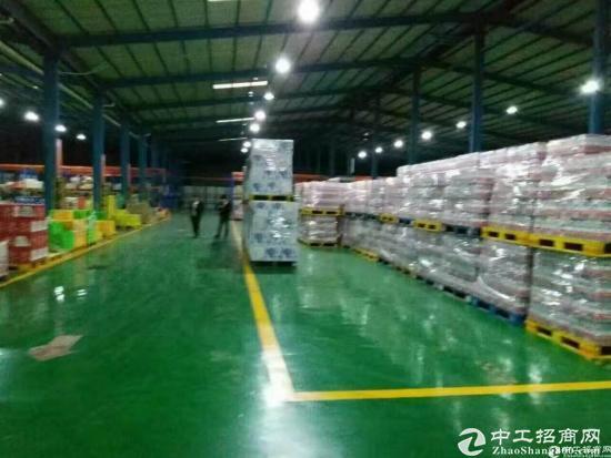 石岩新出物流仓库9000平米高度8米,带卸货平台,可分租