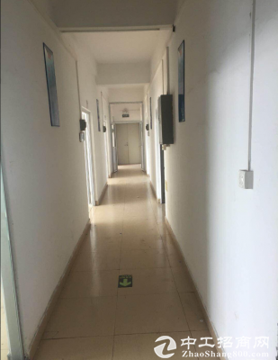 大窝工业区新出楼上带装修水电办公室厂房1000平米