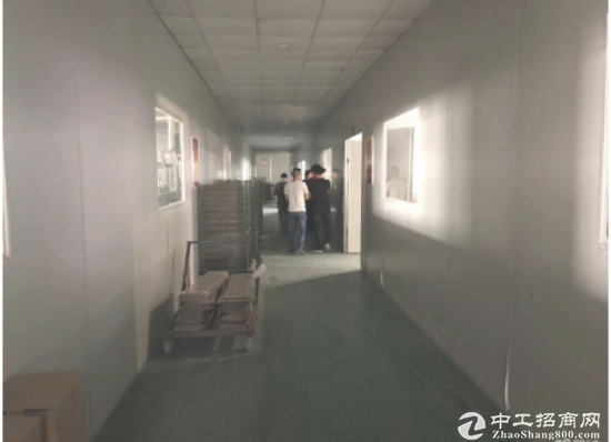 平湖华南城厂房一层,共3层