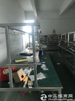 坂田杨美地铁口新出厂房带装修570平方园区停车位