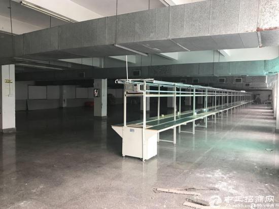 横岗 永湖地铁站1000平三楼带装修厂房出租