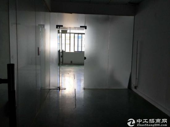 坪山 高新区 3楼550平米 带红本 精装修厂房出租