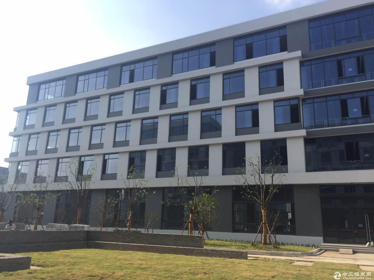 浦江江月路地铁站底楼整层1370平米厂房出租