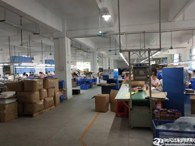 坪地大型工业区,楼上分租1460平米,带装修,现成水电,无转让费