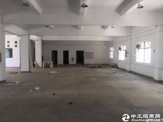 横岗永湖物流园600平仓库出租,有卸货平台,空地大