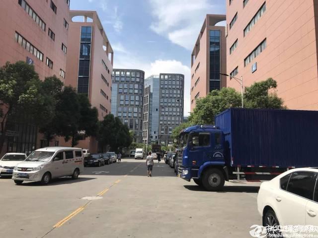 深圳石岩塘头楼上1500平米精装修带红本厂房招租
