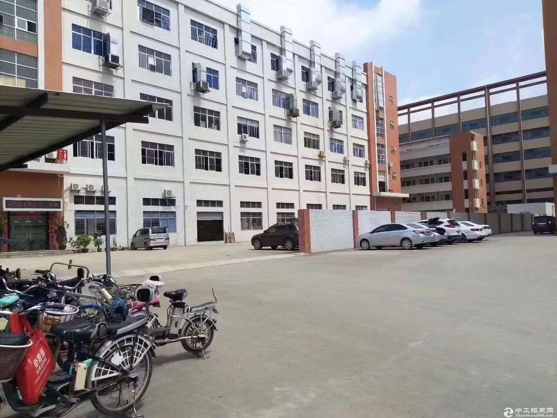 平湖新出红本原房东厂房二楼2000平方出租