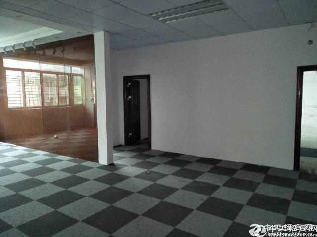 横岗地铁站旁700平方精装修办公室厂房出租。