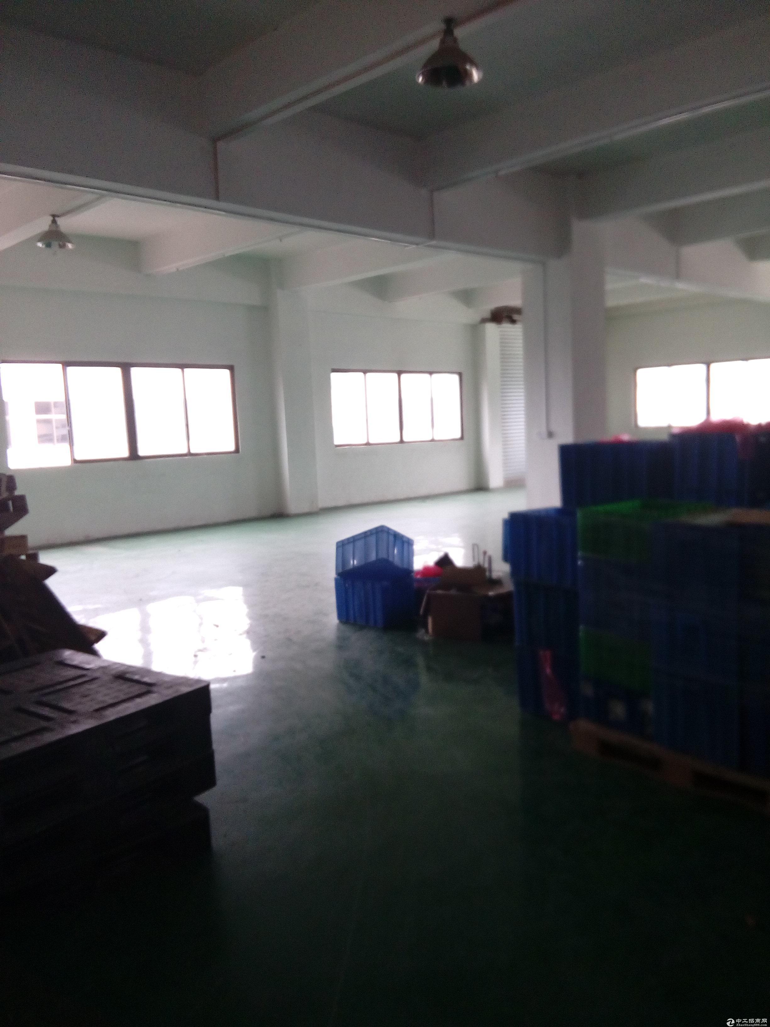 松岗燕川北部新出楼上厂房1500平方原房东有红本带喷淋17元低价出租