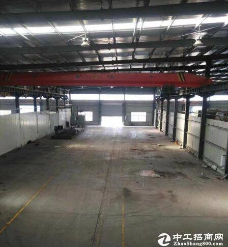 汉南500-10000钢构厂房出租,交通方便。