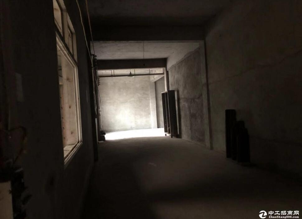青王路与青化路交界处 700平米仓库出租