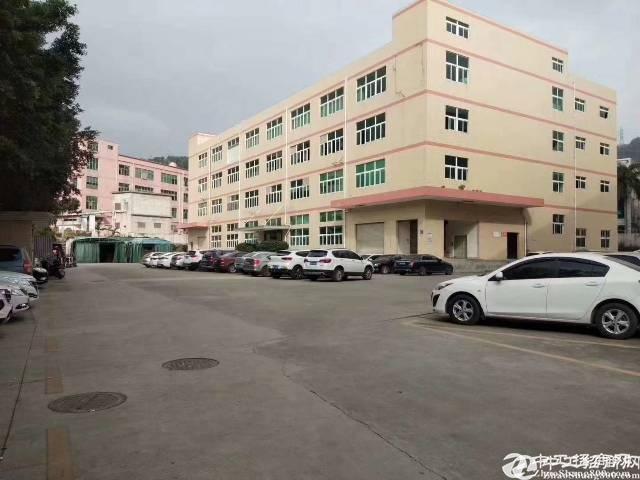 深圳石岩南光高速出口处新出楼上1500平米带装修
