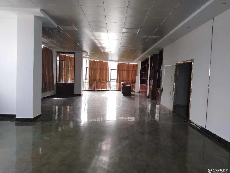 1400平方带豪华装修楼上厂房便宜出租