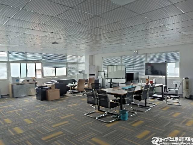 石岩汽车站新出楼上1800平米带装修厂房25元招租