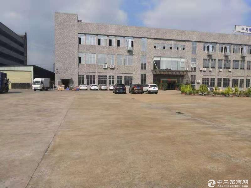 坪地新出楼上1680平标准厂房出租,3吨双开门电梯