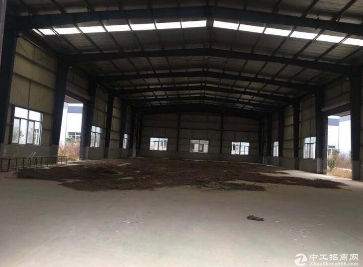 黄冈红安工业园区内,优质钢构厂房出售,停车方便