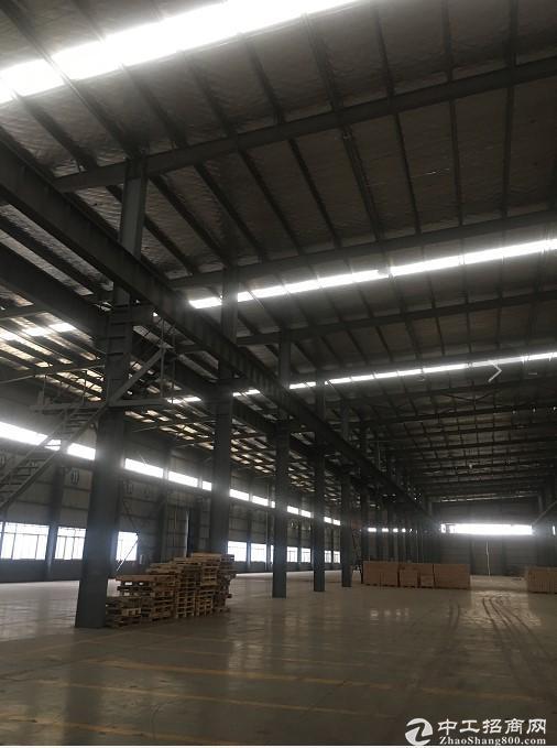 青山5000平米钢结构厂房,可生产加工。配套全,交通方便