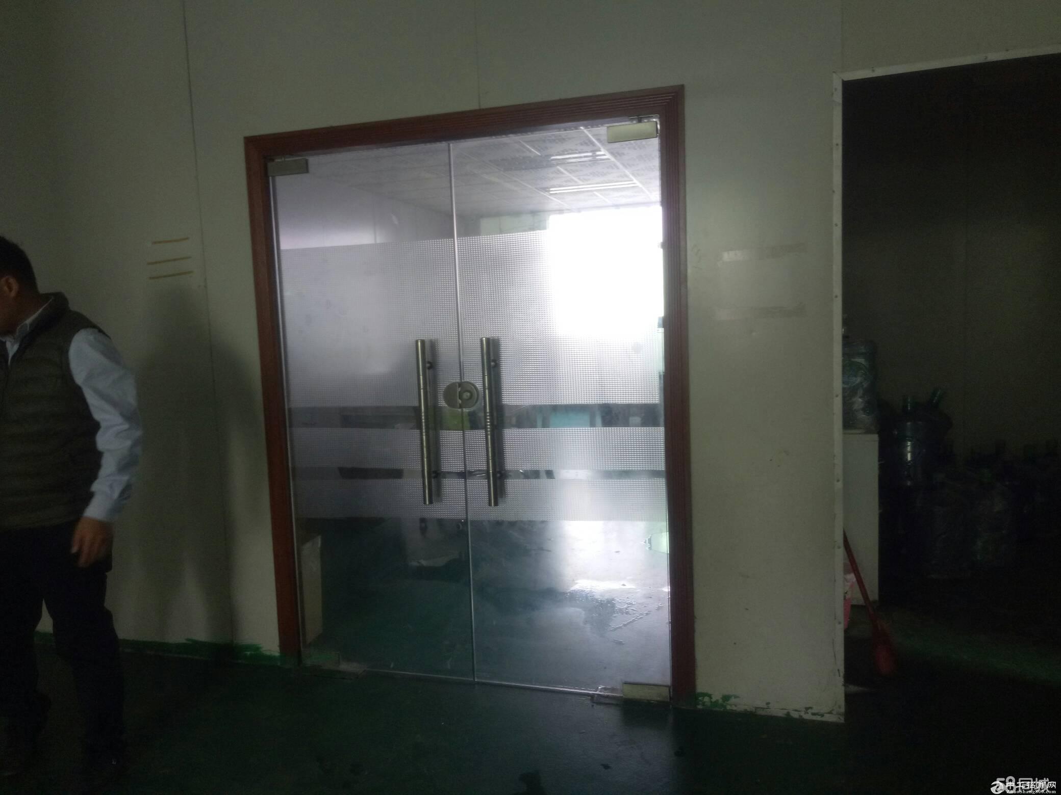龙岗区平湖衫坑工业区带精装修办公室车间900平方标准厂房出租