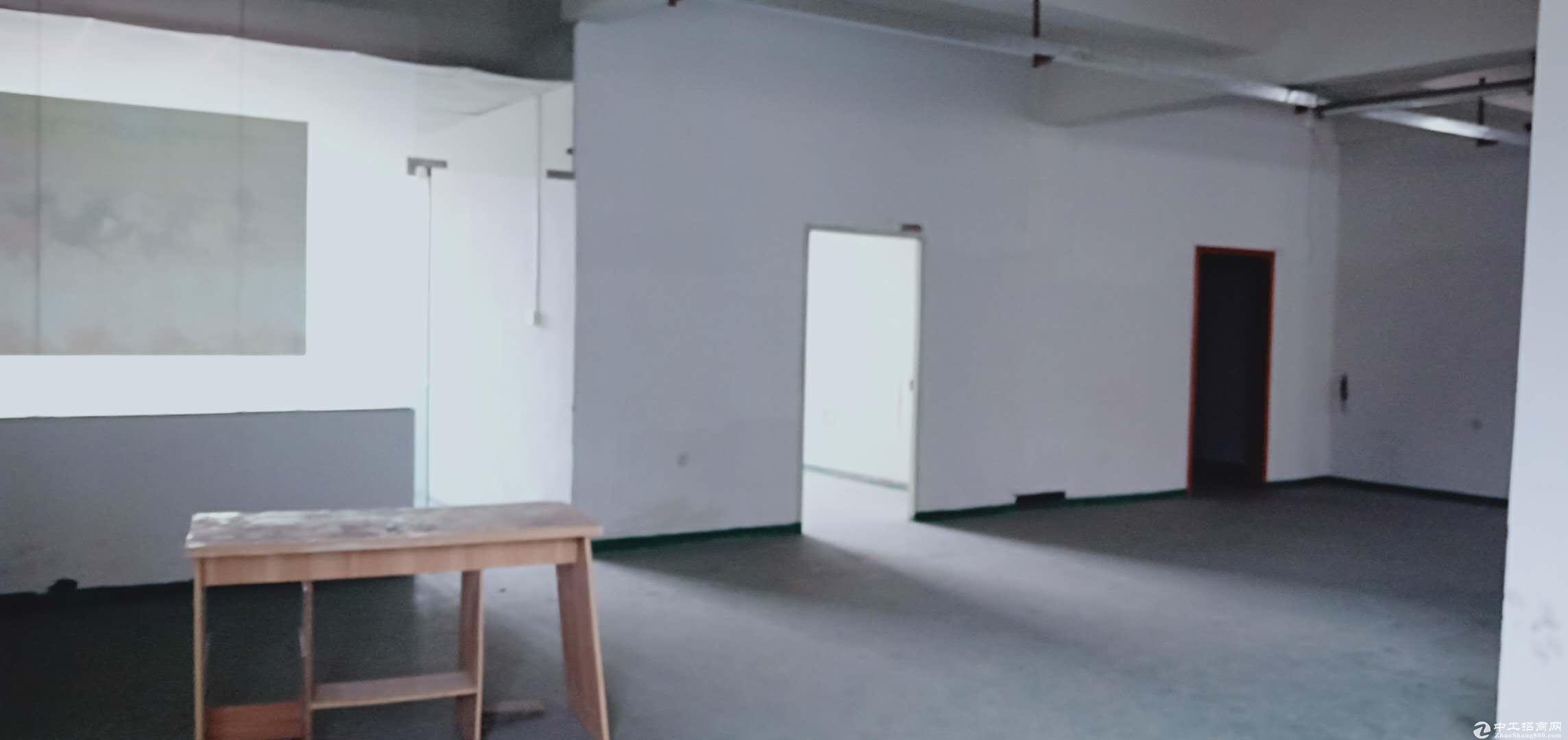 长安街口楼上新出1100平公摊小可分租厂房出租