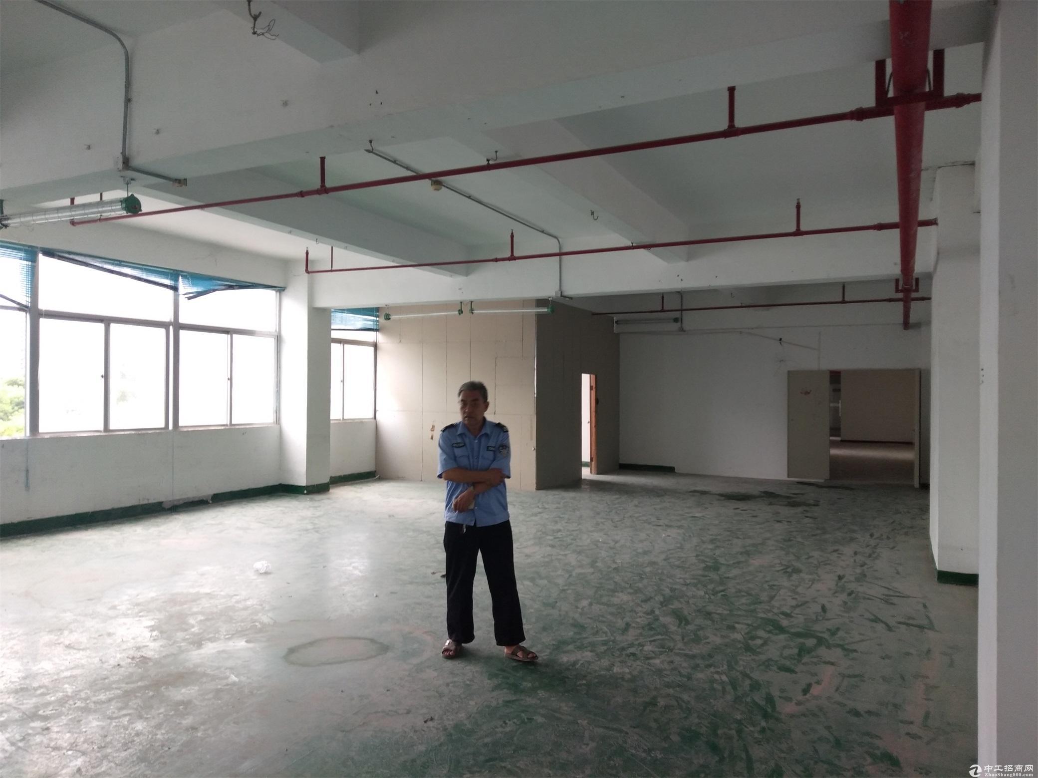 布吉街附近新出三楼780平米厂房出租可以分租