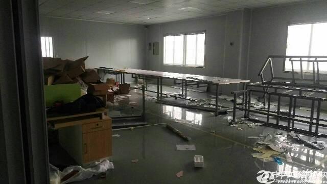 平湖华南城机荷告诉出口附近二楼电子厂出租800平米,带装修