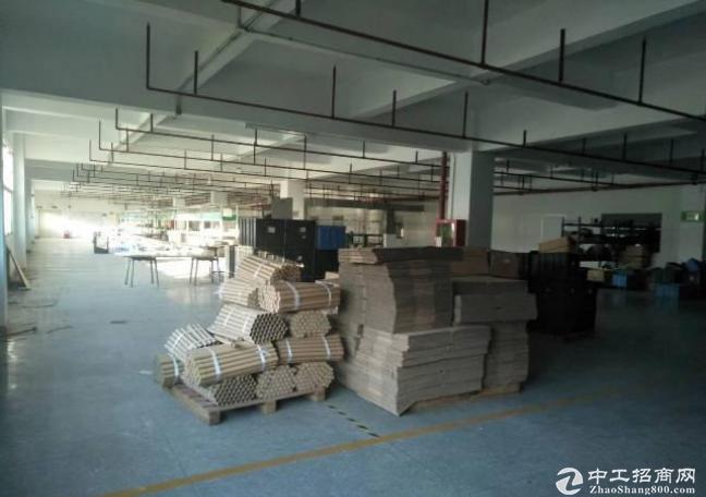 深圳市平湖白泥坑标准厂房楼上900平出租水电齐全空地大