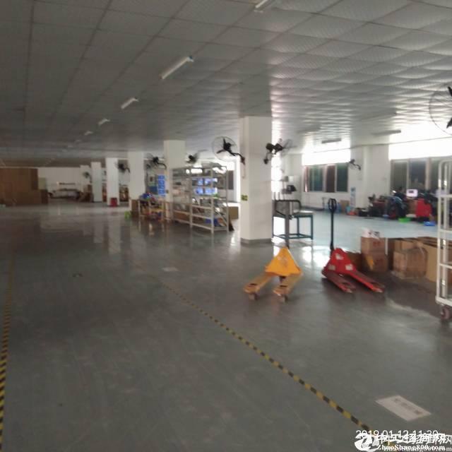 平湖清平高速出口处3楼2200平方带装修厂房出租,水电现成