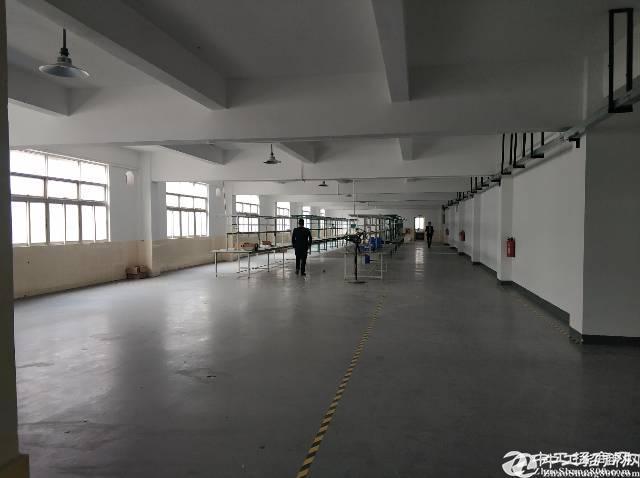 横岗四联村委厂房二楼整层1200平招租,空地大